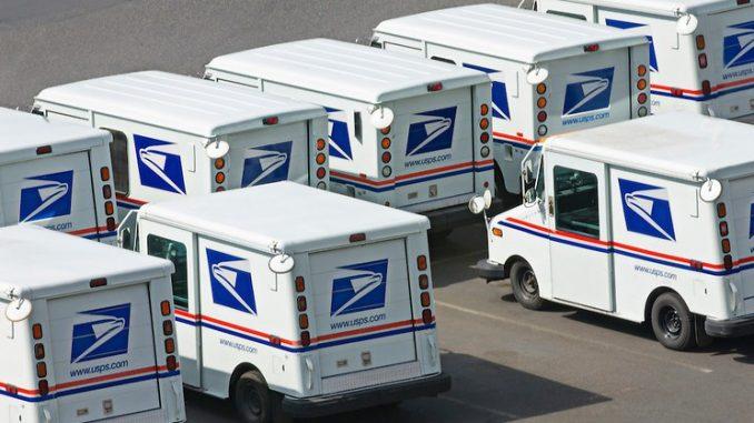 Flota de viejos camiones de correo de USPS