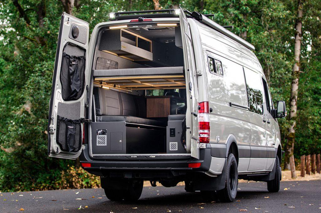 Mercedes Sprinter Camper Van modificada para el campo