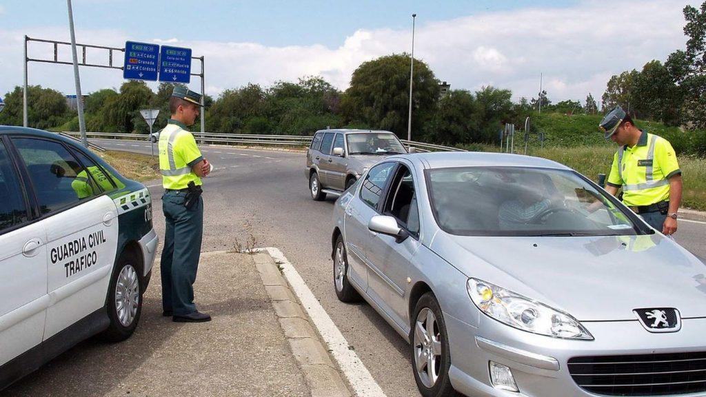 operativo de autos en carretera